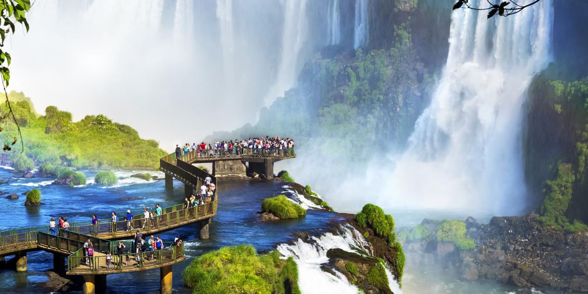Iguazu-AdobeStock_R.M.-Nunes